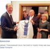 Новому послу Австралії в Україні подарували вишиванку від діаспори