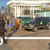 Діаспора Канади та Литви допомагла придбати три автівки на передову