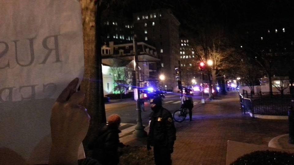 """Кортеж Обами проїжджає повз пікет. Фото: група """"Разом"""""""