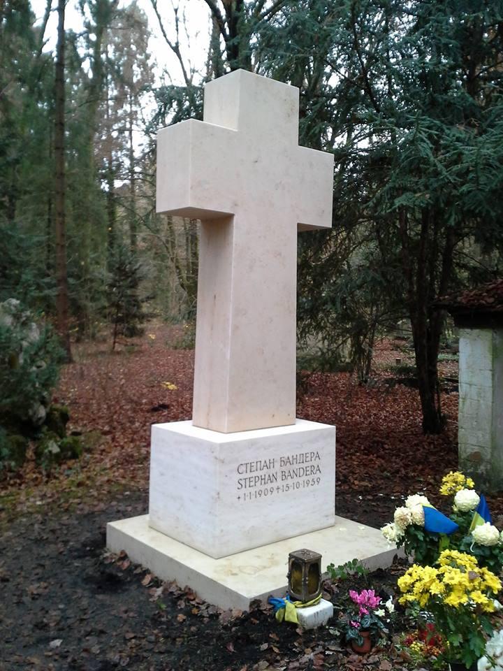 60a7a72220948e У Німеччині відновили пам'ятник на могилі Бандери ⋆ VIDIA.ua