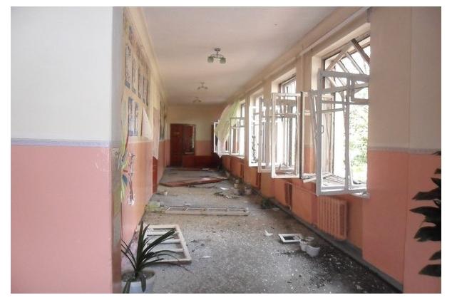 Школа у Донецьку після обстрілу Фото: dialog.ua